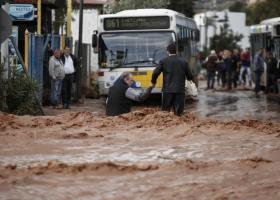 Βαριές ευθύνες σε Δούρου και δήμους αποδίδει το εισαγγελικό πόρισμα για τη Μάνδρα - Κεντρική Εικόνα
