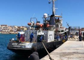 Το Mare Jonio αποβίβασε ευπαθείς ομάδες προσφύγων στη Λαμπεντούζα - Κεντρική Εικόνα