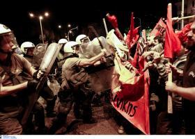 Απρόκλητη επίθεση των ΜΑΤ στα γραφεία του ΝΑΡ, συνιστώσα της ΑΝΤΑΡΣΥΑ  - Κεντρική Εικόνα