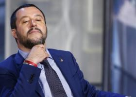 Ο Σαλβίνι κάλεσε τους Ιταλούς βουλευτές «να σηκωθούν από τις ξαπλώστρες και να ρίξουν την κυβέρνηση» - Κεντρική Εικόνα