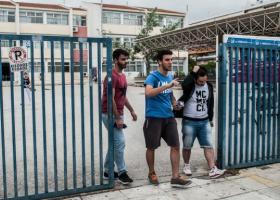 Στην Κύπρο... ξυρίζουν μούσια και αφαιρούν σκουλαρίκια από τους μαθητές! - Κεντρική Εικόνα