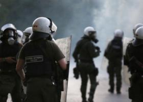 Επιθέσεις στα ΜΑΤ στα Εξάρχεια - Κεντρική Εικόνα