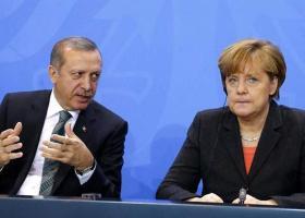 Τηλεφωνική συνομιλία Μέρκελ-Ερντογάν με κεντρικό θέμα το προσφυγικό - Κεντρική Εικόνα