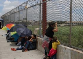 Die Zeit: «Χιλιάδες μετανάστες επιστρέφουν στην πατρίδα τους, από την Ελλάδα» - Κεντρική Εικόνα