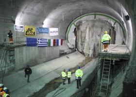 Στα δικαστήρια... φρέναρε η παράδοση των 3 σταθμών της επέκτασης του μετρό προς Πειραιά - Κεντρική Εικόνα
