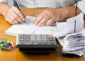 Καταργούνται οι διπλές εισφορές για μισθωτούς με μπλοκάκια - Κεντρική Εικόνα