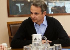 Με τους πολιτικούς συντάκτες που καλύπτουν το ρεπορτάζ της ΝΔ γευμάτισε ο Κυρ. Μητσοτάκης - Κεντρική Εικόνα