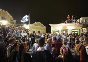 Ποιο χορό χόρεψε ο Μητσοτάκης στην Όλυμπο Καρπάθου και τι εξομολογήθηκε στους κατοίκους της - Κεντρική Εικόνα