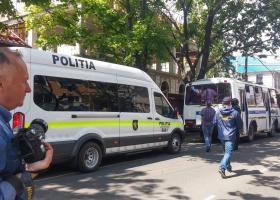 Συνελήφθησαν δύο Έλληνες δημοσιογράφοι στη Μολδαβία (photo) - Κεντρική Εικόνα