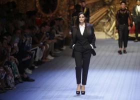 Μπελούτσι και Κάμπελ πρωταγωνίστριες στην επίδειξη του οίκου Dolce&Gabbana - Κεντρική Εικόνα
