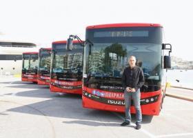 Νέα, σύγχρονα και... κόκκινα αστικά λεωφορεία για δωρεάν μετακινήσεις στον Πειραιά (photos) - Κεντρική Εικόνα