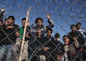 Ένταση και επεισόδια μεταξύ μεταναστών και ΜΑΤ στη Μόρια - Κεντρική Εικόνα