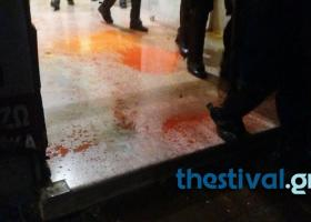 Πέταξαν μπογιές στα γραφεία του ΣΥΡΙΖΑ στη Θεσσαλονίκη (Βίντεο) - Κεντρική Εικόνα