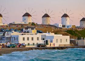 Ελλάδα καλεί Ελβετία για τις «μυκονιάτικες περιπέτειες» της Louis Vuitton - Κεντρική Εικόνα