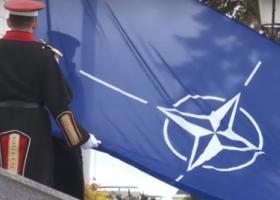 H σημαία του ΝΑΤΟ κυματίζει έξω από το κυβερνητικό κτίριο των Σκοπίων (video) - Κεντρική Εικόνα