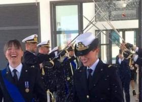 Πρώτος γάμος μεταξύ γυναικών στο ιταλικό Πολεμικό Ναυτικό - Κεντρική Εικόνα