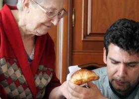 Ένας στους δύο Έλληνες έως τα 34 μένει ακόμα με τους γονείς του - Κεντρική Εικόνα