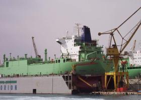 Κατασκευή πλατφορμών εξόρυξης πετρελαίου και «πράσινων» πλοίων LNG σε νησί των Κυκλάδων - Κεντρική Εικόνα