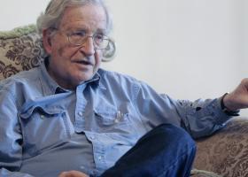 Κορωνοϊός-Ανάλυση Τσόμσκι: Eιρωνικό ότι η Κούβα βοηθάει την Ευρώπη ενώ η Γερμανία δεν μπορεί να βοηθήσει την Ελλάδα (Video) - Κεντρική Εικόνα