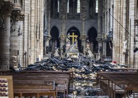 Από βραχυκύκλωμα η φωτιά στην Παναγία των Παρισίων - Κεντρική Εικόνα