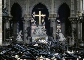 Ένας στους δύο Γάλλους θέλει να ξαναχτιστεί η Παναγία των Παρισίων ακριβώς όπως ήταν πριν από την πυρκαγιά - Κεντρική Εικόνα