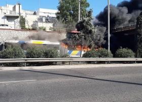 Πυρκαγιά σε λεωφορείο – Κομφούζιο στην εθνική οδό στο ύψος της Φιλαδέλφειας (video) - Κεντρική Εικόνα