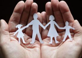 Σκέρτσος: Συνεκτική πολιτική για τη στήριξη της ελληνικής οικογένειας - Κεντρική Εικόνα