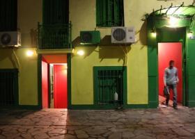 «Μαργαριτάρια» σε... σφραγίδες βρήκε η ΕΛΑΣ σε οίκους ανοχής της Αθήνας  - Κεντρική Εικόνα