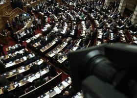 Η Ολομέλεια της Βουλής εξέλεξε τους τρεις κοσμήτορες και τους έξι γραμματείς της - Κεντρική Εικόνα
