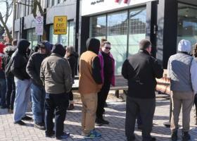 Καναδάς: Ουρές έξω από τα πρώτα ιδιωτικά καταστήματα πώλησης κάνναβης - Κεντρική Εικόνα