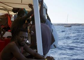 Ισπανικό πολεμικό πλοίο θα παραλάβει τους μετανάστες από το Open Arms - Κεντρική Εικόνα