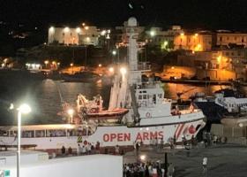 Το Open Arms ελλιμενίστηκε στη Λαμπεντούζα μετά από 19 ημέρες - Κεντρική Εικόνα