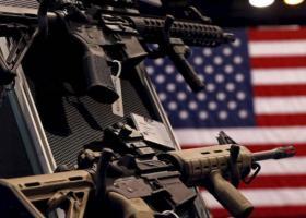 ΗΠΑ: Περισσότεροι από 200 δήμαρχοι καλούν τη Γερουσία να ελέγξει την αγορά των όπλων - Κεντρική Εικόνα