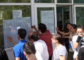 Πανελλήνιες 2019: Πότε θα ανακοινωθούν οι βαθμολογίες των υποψηφίων - Κεντρική Εικόνα