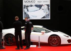 Ο Πάπας Φραγκίσκος βγάζει σε δημοπρασία τη Lamborghini του - Κεντρική Εικόνα