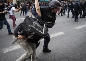 Στους 12 ανέρχονται οι τραυματίες από τις ταραχές που ξέσπασαν στο Παρίσι - Κεντρική Εικόνα