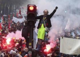 Γαλλία: Έκτη ημέρα δυναμικών κινητοποιήσεων κατά του συνταξιοδοτικού «Μακρόν» - Κεντρική Εικόνα