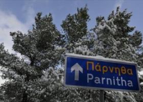 Διακοπή της κυκλοφορίας στη λεωφόρο Πάρνηθας λόγω χιονόπτωσης - Κεντρική Εικόνα