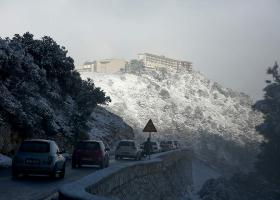 Κλειστή η λεωφόρος Πάρνηθας λόγω χιονόπτωσης - Κεντρική Εικόνα