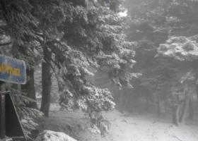 Διακόπηκε λόγω χιονόπτωσης η κυκλοφορία στη λεωφόρο Πάρνηθας - Κεντρική Εικόνα
