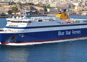 Στον Πειραιά επιστρέφει το «Blue Star Paros» λόγω μηχανικής βλάβης - Κεντρική Εικόνα
