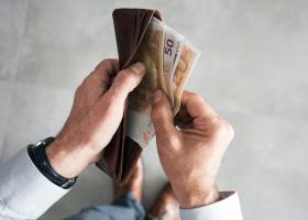 Κορωνοϊός: Τι θα γίνει με το δώρο Πάσχα - Ποιοι εργοδότες δεν είναι υποχρεωμένοι να το καταβάλλουν - Κεντρική Εικόνα