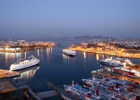 Bloomberg: Ο Πειραιάς τείνει να γίνει το νούμερο ένα λιμάνι της Ευρώπης  - Κεντρική Εικόνα