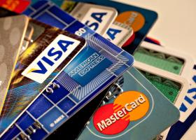 Κομισιόν: Nέοι κανόνες για πληρωμές με κάρτα - Πρόκληση για Visa, Mastercard - Κεντρική Εικόνα