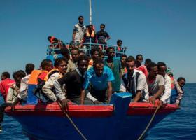 Πλοιάριο με 100 μετανάστες εξέπεμψε σήμα κινδύνου ανοικτά της Λιβύης - Κεντρική Εικόνα