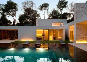 Δεκαπέντε υπερπολυτελείς κατοικίες έναντι 60 εκατ. ευρώ πούλησε η Costa Navarino - Κεντρική Εικόνα