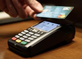 «Φοροπέναλτι» 9% για όσους δεν πιάνουν τα ελάχιστα όρια αγορών με κάρτα - Κεντρική Εικόνα