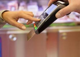 Σε ποιους κλάδους έχουν γενικευτεί οι αγορές με «πλαστικό» χρήμα - Κεντρική Εικόνα