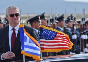 Ποιοι είναι οι... «γεροδεμένοι και κουστουμαρισμένοι» πράκτορες του προέδρου - Κεντρική Εικόνα