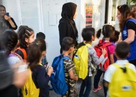 Φρίκη στην Κόνιτσα: Φασιστοειδή επιτέθηκαν σε ασυνόδευτα προσφυγόπουλα με ρόπαλα, σπάζοντας χέρια! - Κεντρική Εικόνα